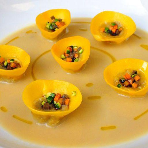 tortelli-di-cinta-senese-brodetto-castagne-e-gallina-950x514