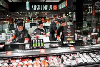 """L'arte del sushi negli ipermercati  Show cooking """"live"""" per i consumatori"""