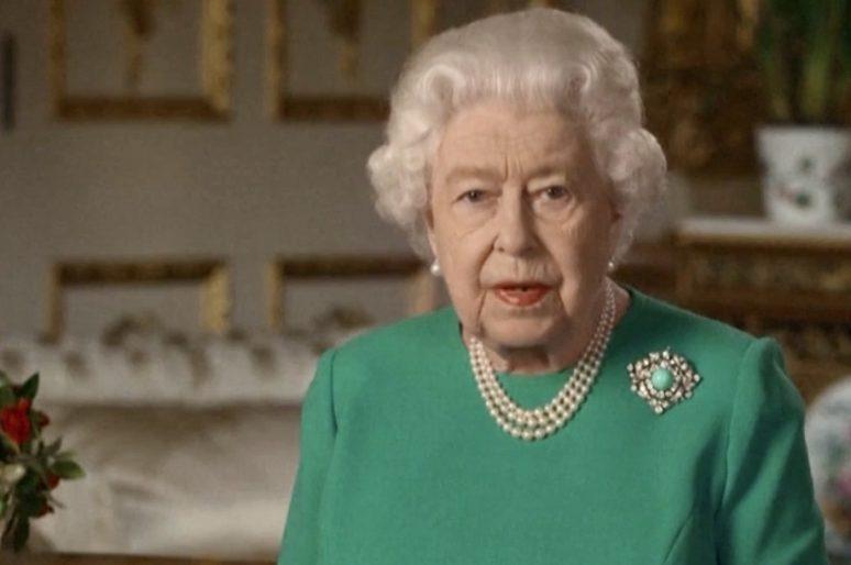 Robe da quarantena: la tinta e il discorso della regina