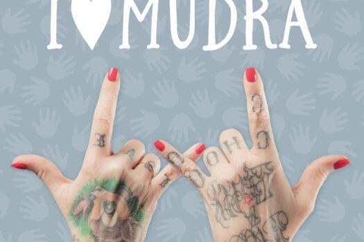Quaranta sfumature di Mudra, lo yoga delle mani spiegato da La Pina